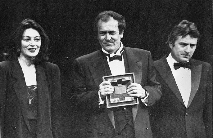 1987 Anouk Aimee_Bernardo Bertolucci_Robert De Niro © ANSA